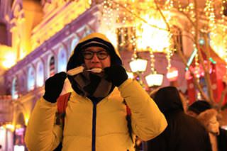 Eating ice cream in the -14° winter at harbin.