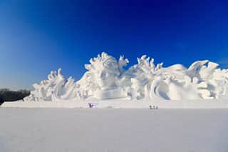 Probably first time seeing real snow sculpture, really amazing...